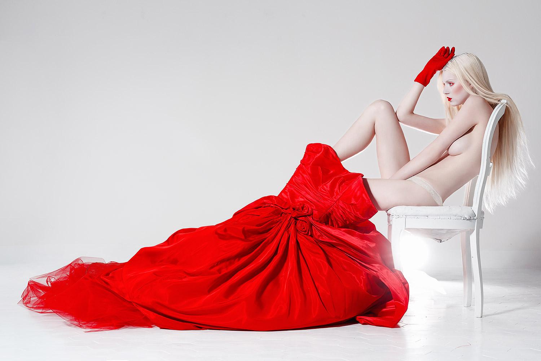 Сняла красное платье 2 фотография